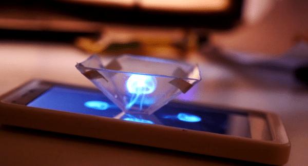 Transformez votre téléphone en projecteur holographique grâce à l'impression 3D !