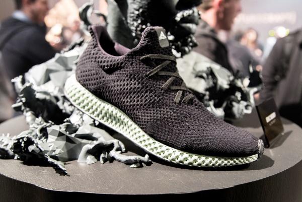 Adidas s'associe à Carbon pour imprimer ses chaussures en 3D à grande échelle !