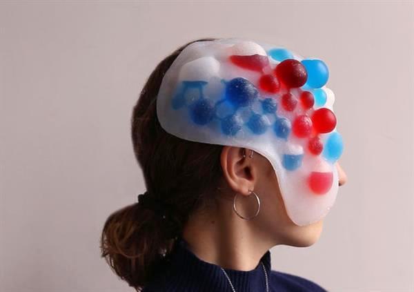 Un masque imprimé en 3D qui change de couleur en fonction des émotions