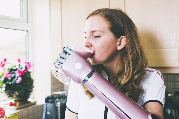 Le premier bras bionique imprimé en 3D approuvé médicalement