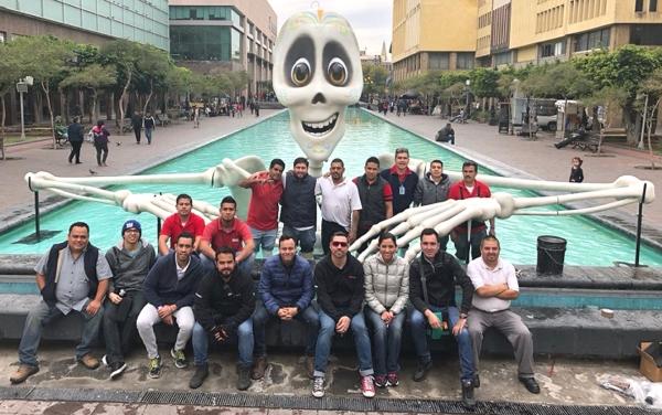 Un squelette géant imprimé en 3D pour le festival de Guadalajara