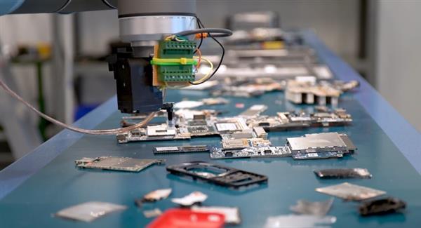 Une micro-usine pour recycler les déchets électroniques en filament pour imprimantes 3D