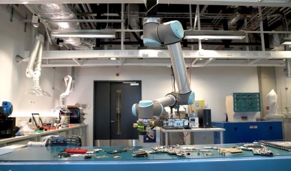 tri des déchets avec un bras robotique