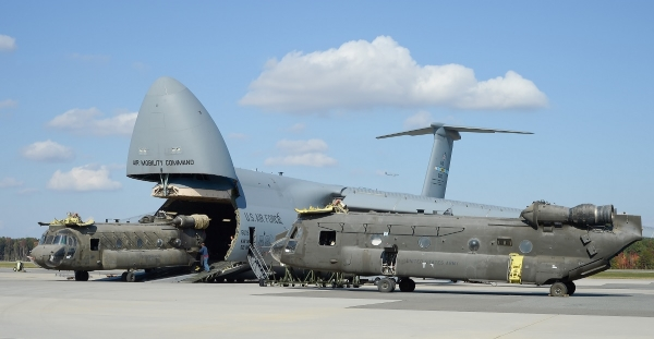 avion cargo C-5 Galaxy