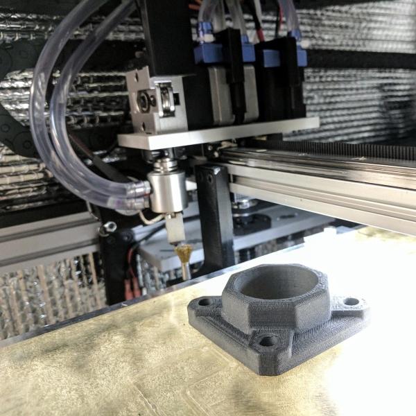 Pièce imprimée avec du PEEK chargé en carbone sur une imprimante 3D AON