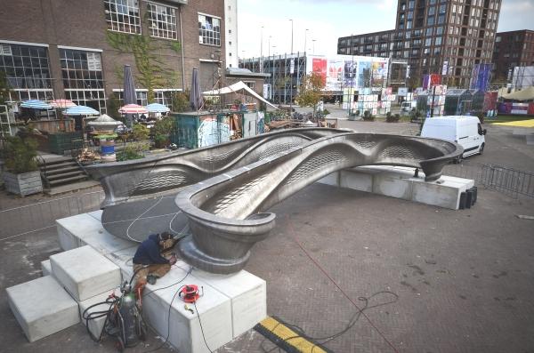 MX3D expose son pont d'acier imprimé en 3D au Dutch Design Week