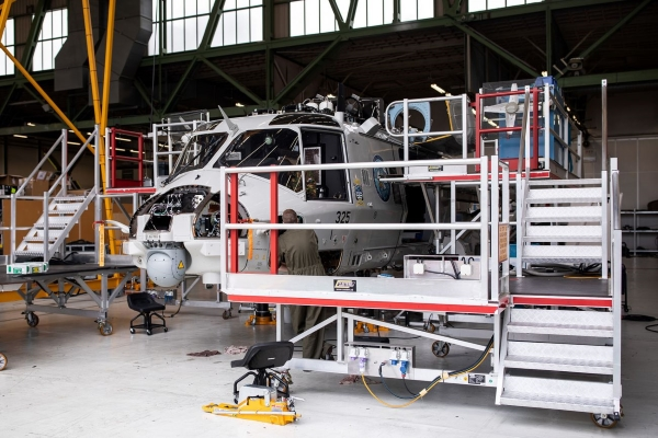 maintenance d'un hélicoptère