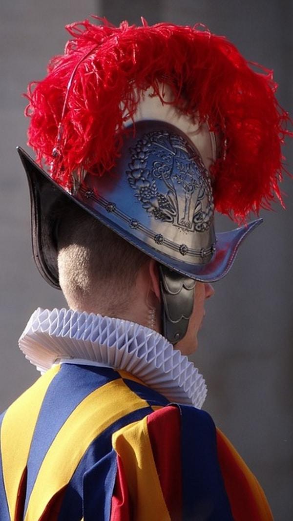 casque garde suisse