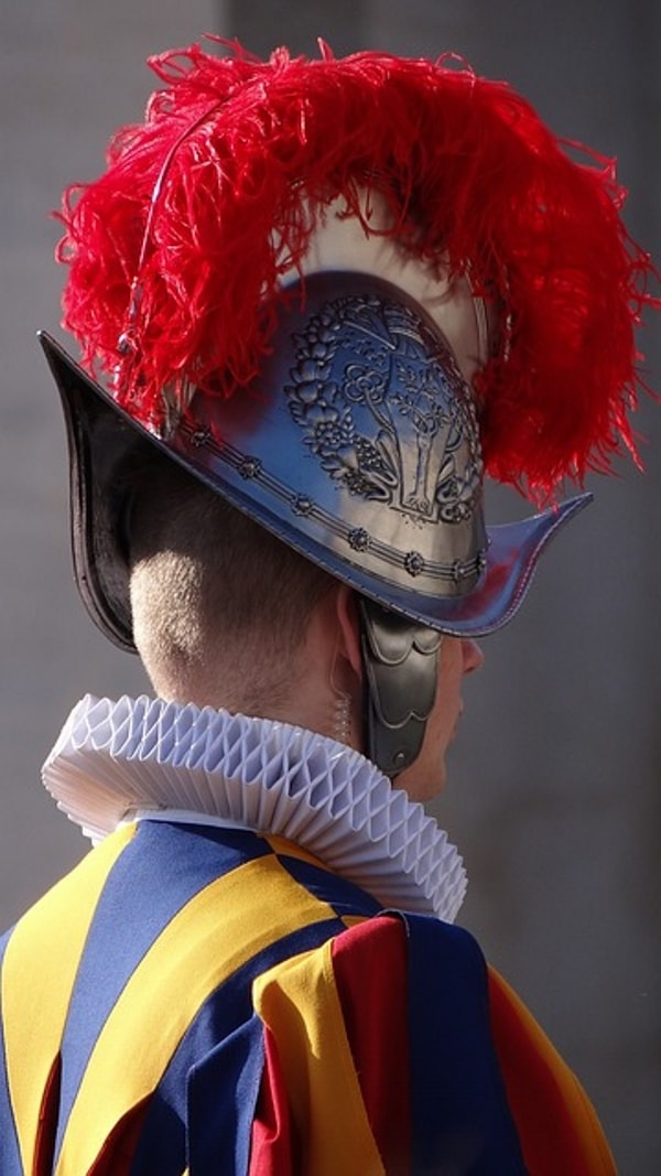 La Garde suisse du Vatican met en service ses casques imprimés en 3D