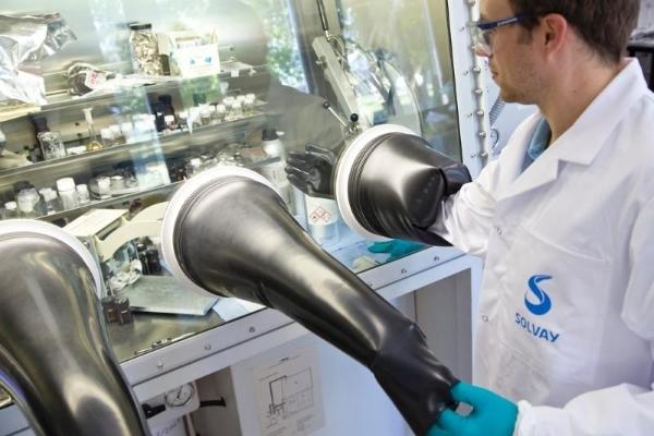 chercheurs dans un laboratoire de Solvay