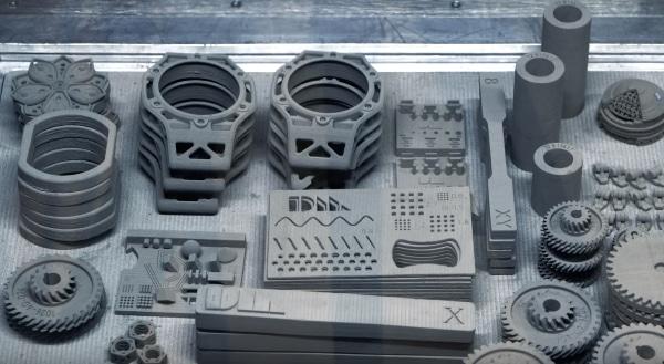 impression de pièces métalliques avec la technologie d'impression 3D de Desktop Metal