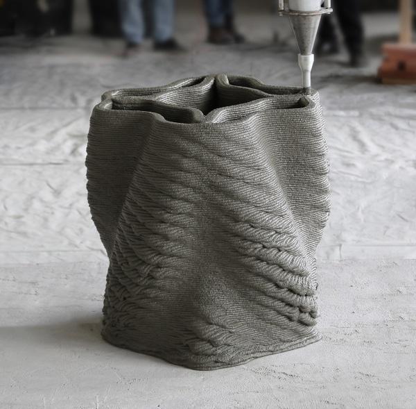 Impression d'une colonne par extrusion de béton
