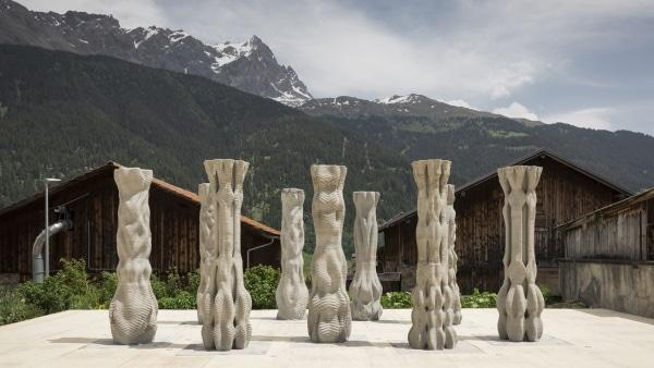 9 colonnes de béton imprimées en 3D pour le festival Origen
