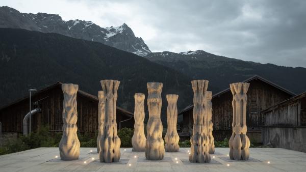 colonnes imprimées en 3D de nuit