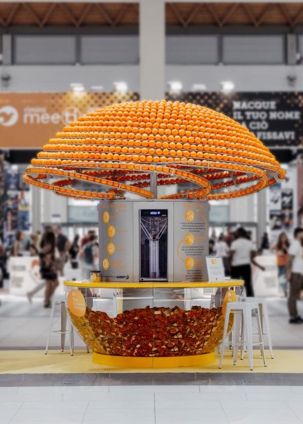 Un bar à jus d'orange qui transforme les écorces en gobelets imprimés en 3D