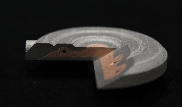 Aerosint dévoile une pièce bi-matériaux imprimée par fusion laser