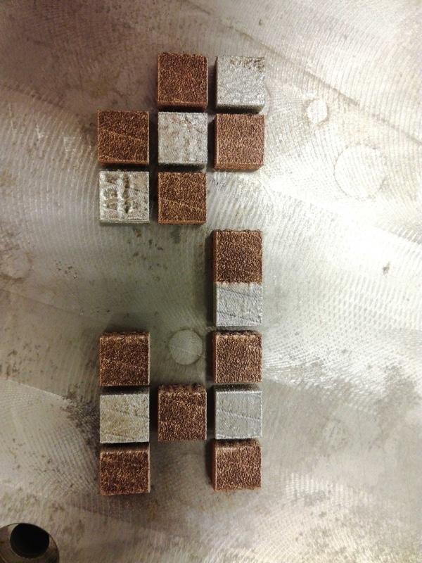 cubes imprimées avec deux métaux