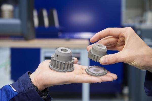 pièces métalliques imprimées sur une Desktop Metal