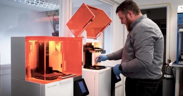 ACSCustom optimise la production de ses dispositifs intra-auriculaires grâce à l'impression 3D