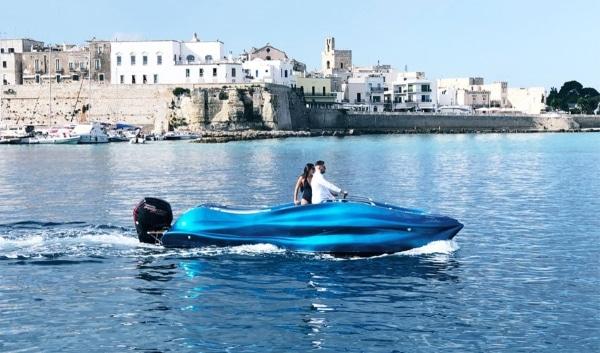 Un bateau imprimé en 3D en fibres de verre au salon nautique de Gênes