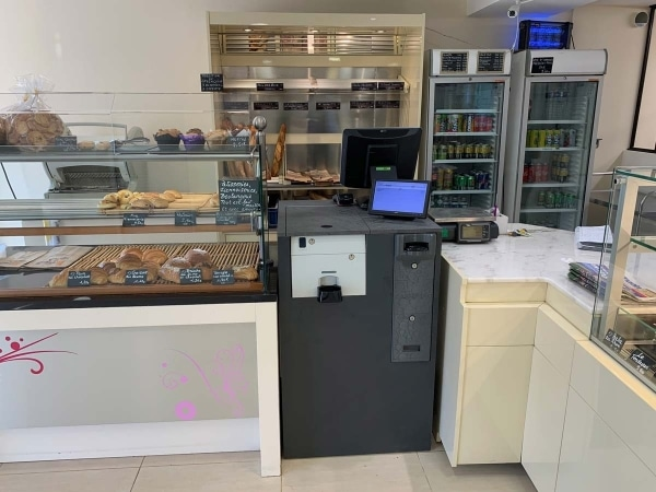 Monnayeur CashMag 1F installé dans la boulangerie de Servais