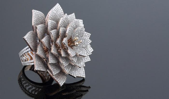 Une bague record à 7 801 diamants née de l'impression 3D