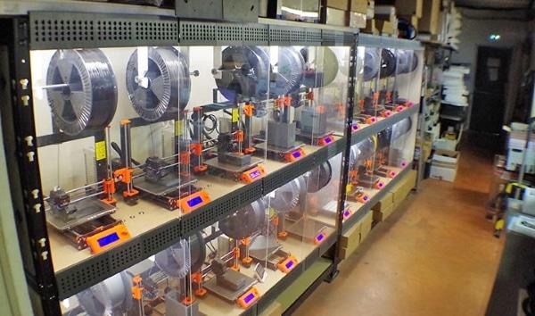 Ferme de 53 imprimantes 3D créée par le spécialiste français des monnayeurs CashMag