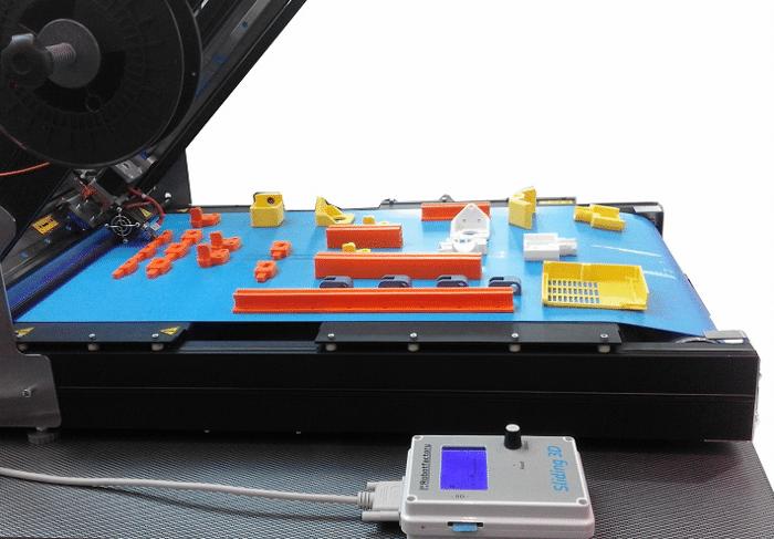 En 2017, Robot Factory sa propre imprimante 3D à convoyeur appelée Sliding-3D