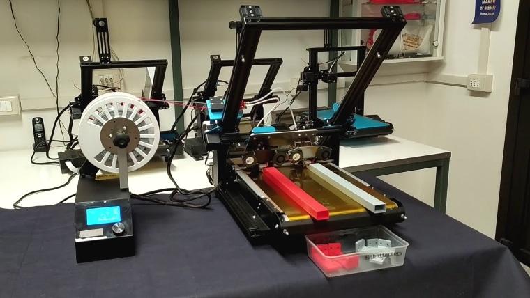 Impression de pièces de 50 cm sur le système à double extrusion Steel Roller Kit 45 Gold