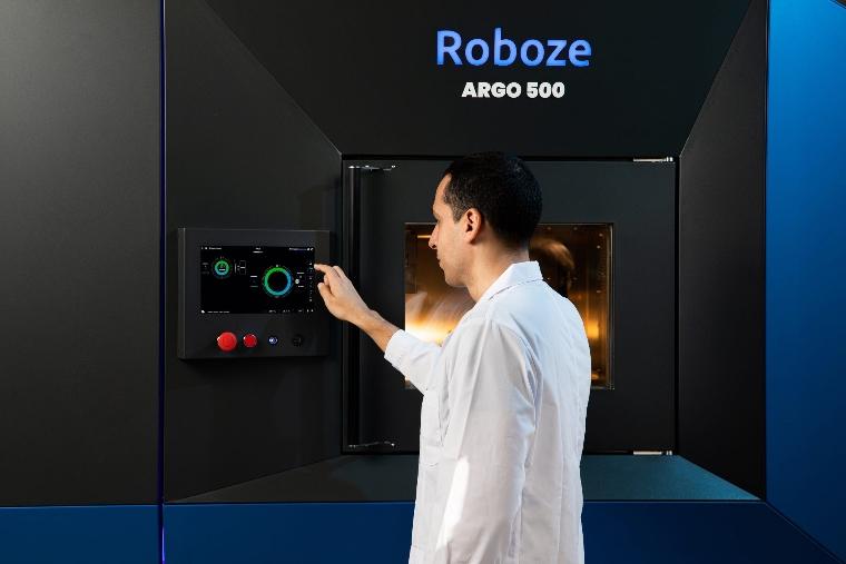 Roboze automate : un système d'automatisation dédié à la production additive de polymères haute performance