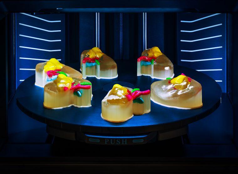 Stratasys présente une nouvelle imprimante 3D à plateau rotatif pour le secteur médical