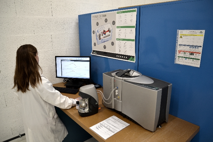 Technicienne en charge du contrôle et des poudres de fabrication additive chez Lisi Aerospace